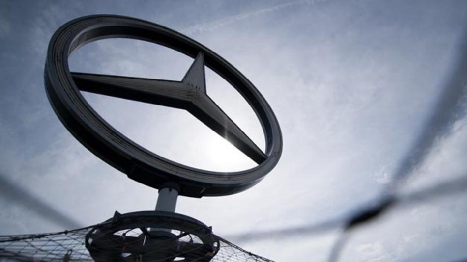 Ist der Mercedes-Stern am Sinken? In der Dieselaffäre gibt es einen neuen Verdacht der Manipulation von Software für die Abgasreinigung. Dabei soll es sich um rund 60.000 GLK 220 CDI mit der Abgasnorm 5 handeln, die zwischen 2012 und 2015 produziert wurden.