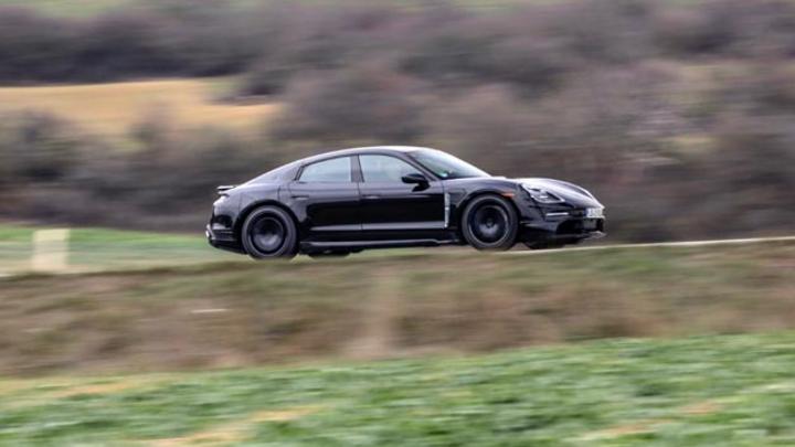 Wenn der Porsche Taycan in Japan 2020 auf den Markt kommen soll, muss die Infrastruktur vorhanden sein. ABB wird in Japan ein Schnellladenetz für den Taycan und zukünftige Elektro-Modelle des Herstellers installieren.