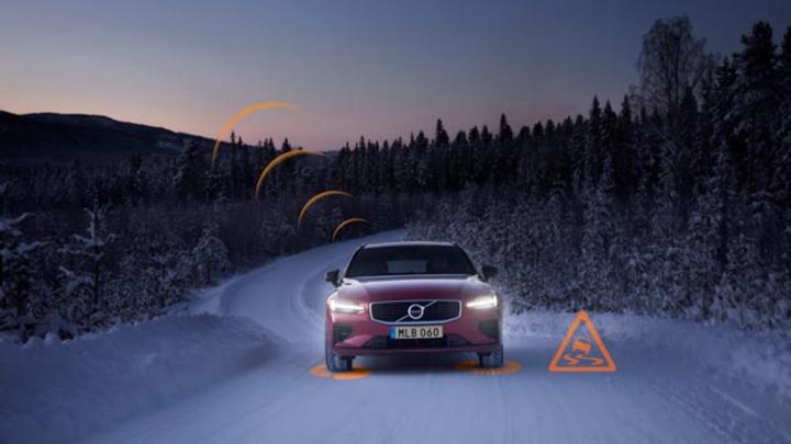 Der Slippery Road Alert  erhöht die Aufmerksamkeit des Fahrers für die aktuellen und kommenden Fahrbedingungen. Dazu sammelt das System Daten über die Straßenbeschaffenheit bzw. den Reibwert des Belags und übermittelt diese anonymisierten Information