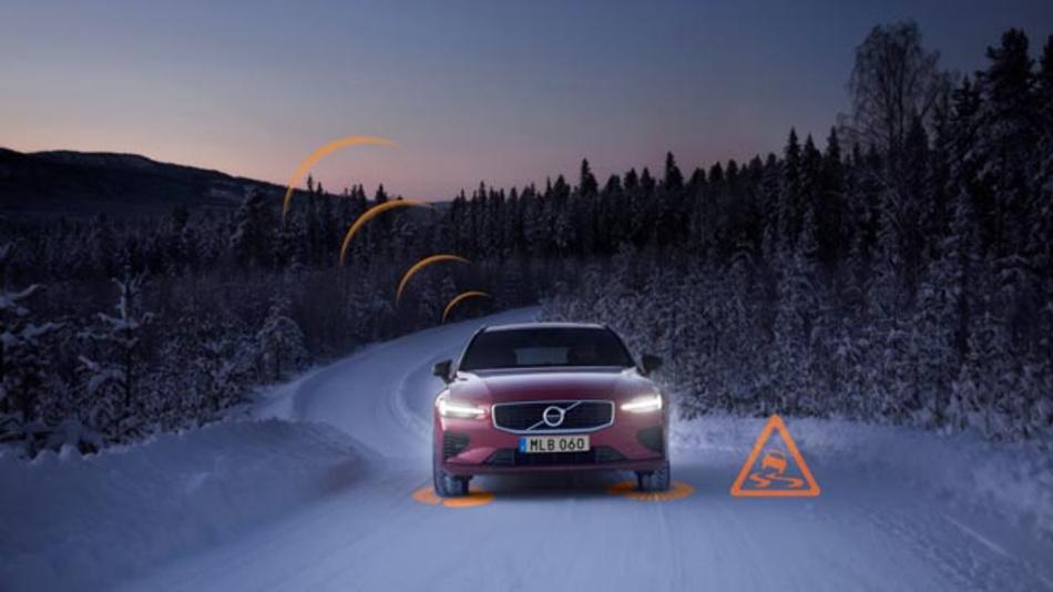 Der Slippery Road Alert  erhöht die Aufmerksamkeit des Fahrers für die aktuellen und kommenden Fahrbedingungen. Dazu sammelt das System Daten über die Straßenbeschaffenheit bzw. den Reibwert des Belags und übermittelt diese anonymisierten Informationen zum Straßenzustand an alle Volvo Modelle in dem betroffenen Bereich.