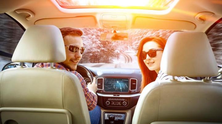 IRYStec hat eine Software-Plattform entwickelt, die intelligent und dynamisch den angezeigten Bildschirminhalt dem Umgebungslicht und der Panel-Technologie sowie dem individuellen Sehvermögen des Fahrers anpasst, um im Auto ein sichereres und energie