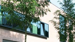 Bei Fensteröffnungs- oder Beschattungssystemen muss bezüglich der Motoren-Gruppenansteuerung einiges beachtet werden.