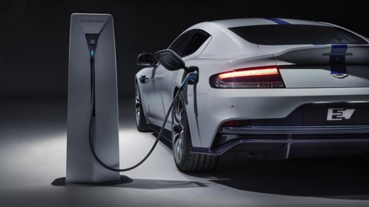 Aston Martin stellt auf der Shanghai Auto Show mit dem Rapide E das erste rein elektrische Modell der Marke vor.