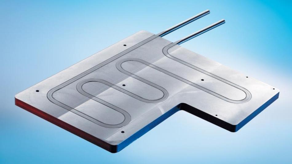 Bild 3. Flüssigkeitskühlkörper mit eingepressten Edelstahlrohren eignen sich für den Einsatz von aggressiven Kühlmedien wie etwa deionisiertem Wasser.