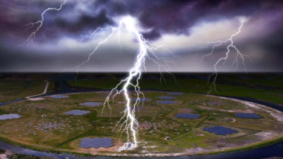 Blitzeinschlag über dem LOFAR-Detektor in den Niederlanden.