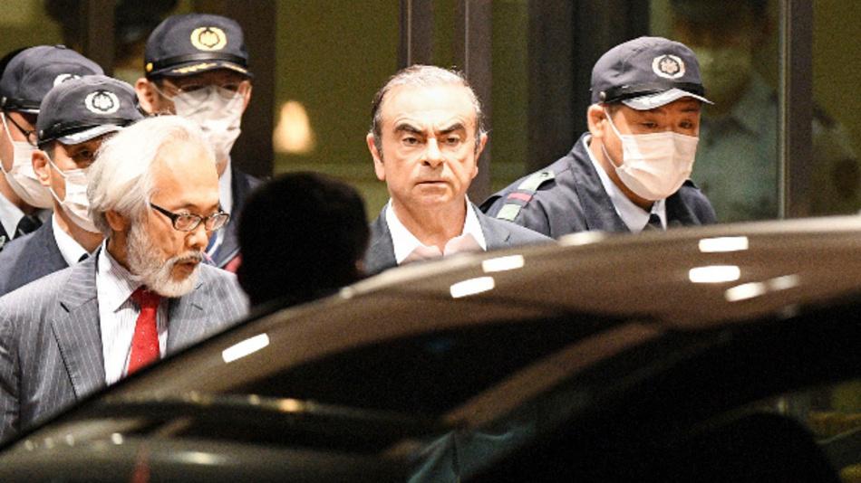 Carlos Ghosn, ehemaliger Vorstandsvorsitzender des Autobauers Nissan, verlässt das Tokyo Detention Center.