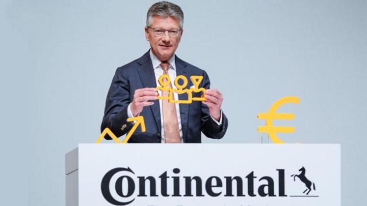 Continental-Vorstandsvorsitzender Dr. Elmar Degenhart richtet den Zulieferer mit Neuaufstellung auf Mobilität der Zukunft aus. Eine wichtige Rolle dabei spielt die Software.