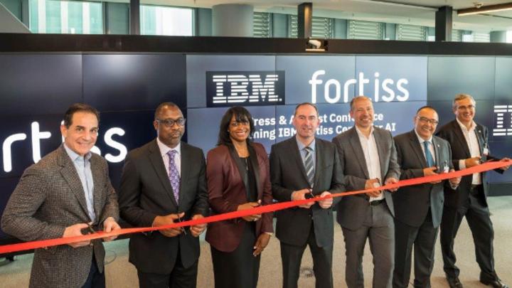 Bayerns Wirtschaftsminister Hubert Aiwanger eröffnet das gemeinsame KI-Forschungszentrum von IBM und fortiss in München.