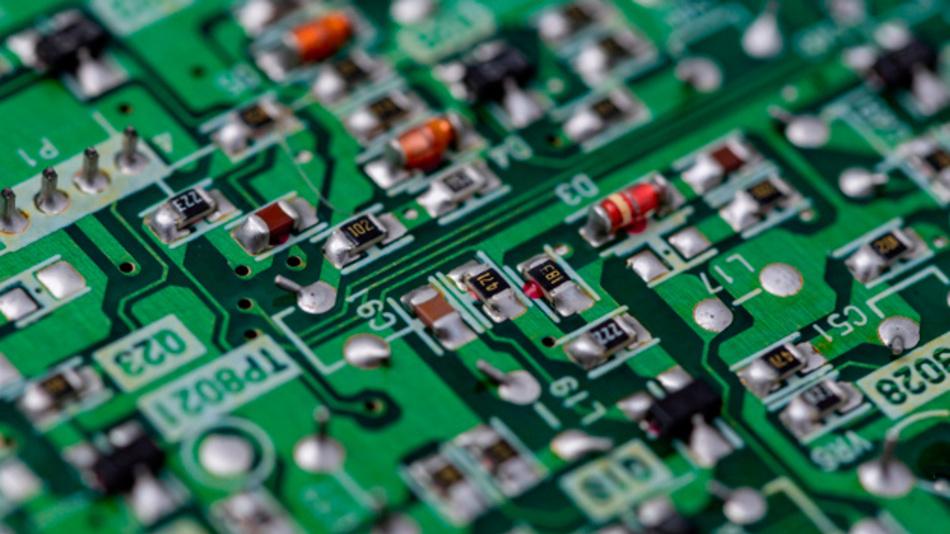 Elektronische Schaltung mit diskreten SMT-Transistoren und -Dioden.