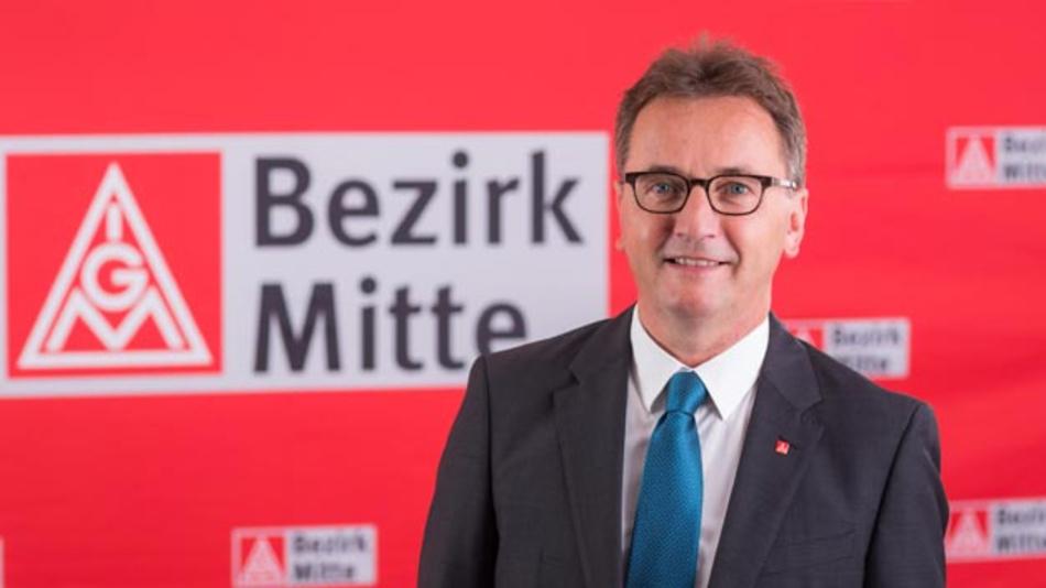 Jörg Köhlinger, Bezirksleiter für die IG-Metall-Region Mitte: »Tausende Arbeitsplätze stehen nach Einschätzung der IG Metall auf dem Spiel, wenn der Umbau der Autoindustrie auf die E-Mobilität nicht gelingt.«