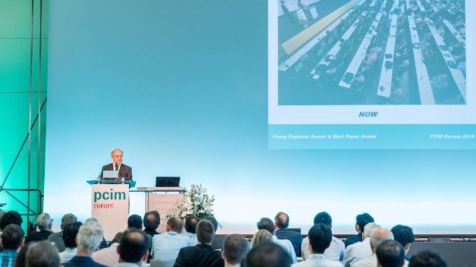 Prof. Dr. Leo Lorenz, ECPE, Deutschland stellt die Preisträger der PCIM-Awards vor.