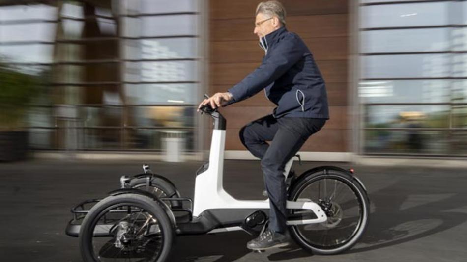 Volkswagen stellt die Serienversion des Cargo e-Bike vor, das in diesem Jahr auf den Markt kommen soll.