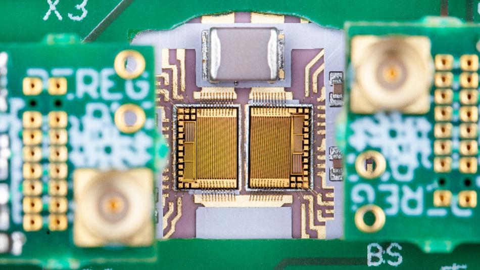 GaN-Power-ICs mit integrierten Transistoren, Gate-Treibern, Dioden sowie Strom- und Temperatursensoren zur Zustandsüberwachung.
