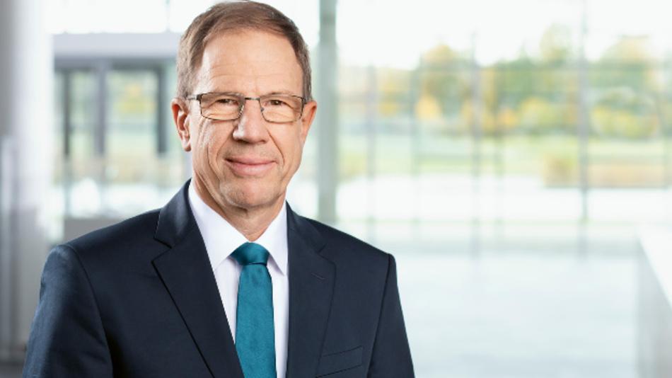 Dr. Reinhard Ploss, Infineon: »Die langfristigen Aussichten in unseren wichtigen Zielmärkten wie Elektromobilität, automatisiertes Fahren, erneuerbare Energien, Rechenzentren und mobile Kommunikation sind hervorragend. »Deshalb halten wir an strategischen Investitionen in die Zukunftsfähigkeit von Infineon halten wir fest.«