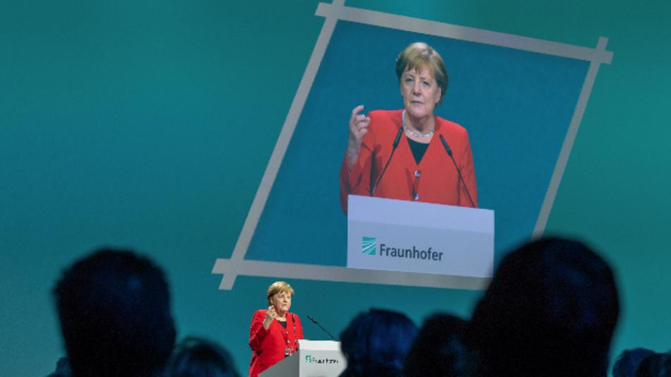 Bundeskanzlerin Angela Merkel (CDU) spricht während der Fraunhofer-Jahrestagung in München vor rund 700 Gästen aus Politik, Gesellschaft und Wirtschaft.