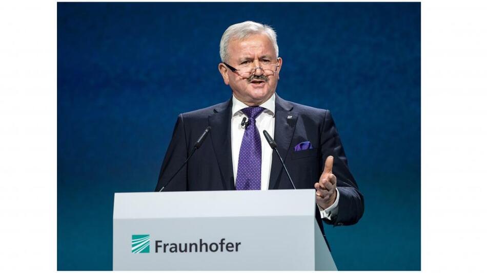 Professor Raimund Neugebauer, Präsident der Fraunhofer-Gesellschaft dankte der Bundeskanzlerin und lobte die Forschungsarbeit an den Instituten.