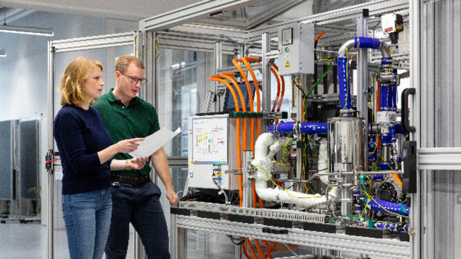 Bosch hatte kürzlich eine Kooperation mit Powercell angekündigt, einem schwedischen Hersteller von Brennstoffzellen-Stacks. Bis spätestens 2022 will man diese gemeinsam auf den Markt bringen.