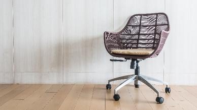 Bürostuhl aus Korb (Symbolbild)