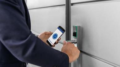 Per Smartphone die Zutrittsrechte in Echtzeit erhalten - ein guter Beitrag für mehr Sicherheit.