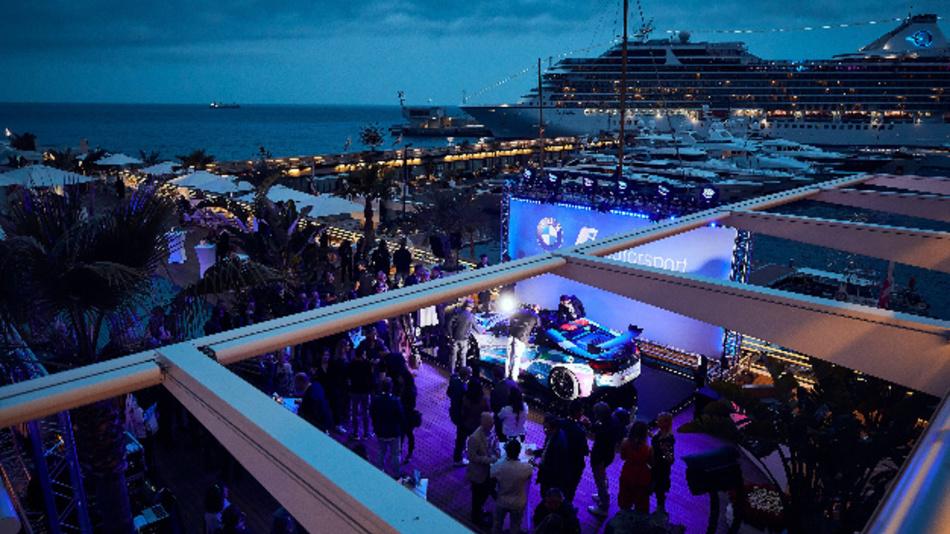 Im »Yacht Club de Monaco« fand die Premiere des BMW i8 Roadster Safety Car statt.