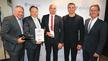 Bei der Preisverleihung (v.l.n.r.) Dirk Moseke, Entwickler HPC, Robert Ewendt, Projektleiter HPC, und Michael Heinemann, CEO Phoenix Contact E-Mobility mit Dr. Wladimir Klitschko, Ehrenpreisträger 2019 und Michael Oelmann, Geschäftsführer Die Deutsch