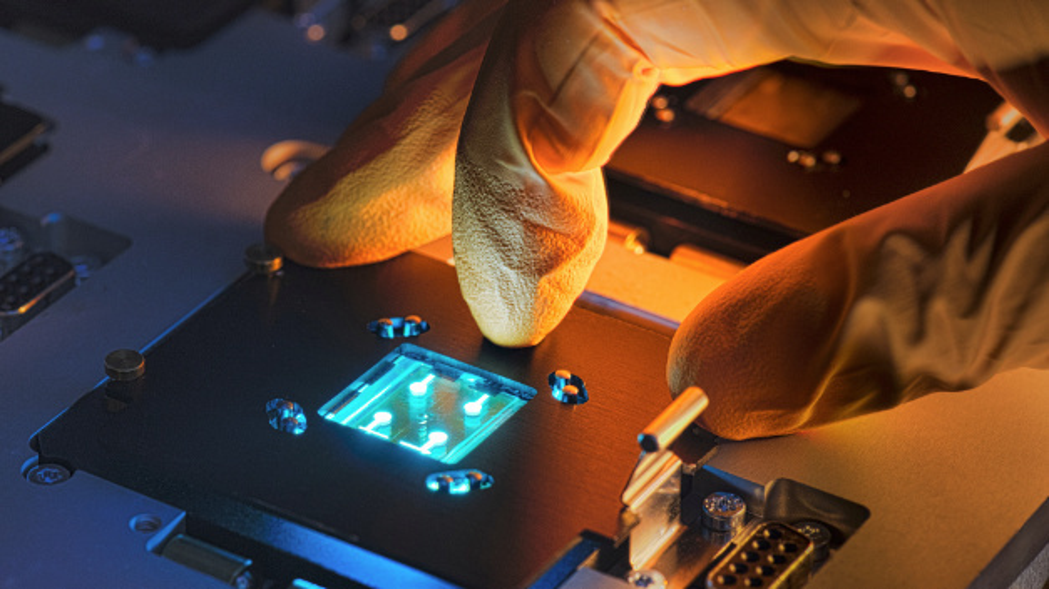 Bei cynora in Baden Württemberg forschen rund 120 Mitarbeiter an blauen OLED-Emittern.