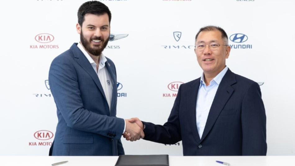 Strategische Partner bei der Vertragsunterzeichnung (von links nach rechts): Mate Rimac (Rimac) und Euisun Chung (Hyundai).