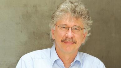Prof. Dr. Karlheinz Blankenbach: »Erfahrungsgemäß dauert es mindestens zehn Jahre nach dem Durchbruch im Consumer-Bereich bis eine Displaytechnik im Auto Einzug findet.«