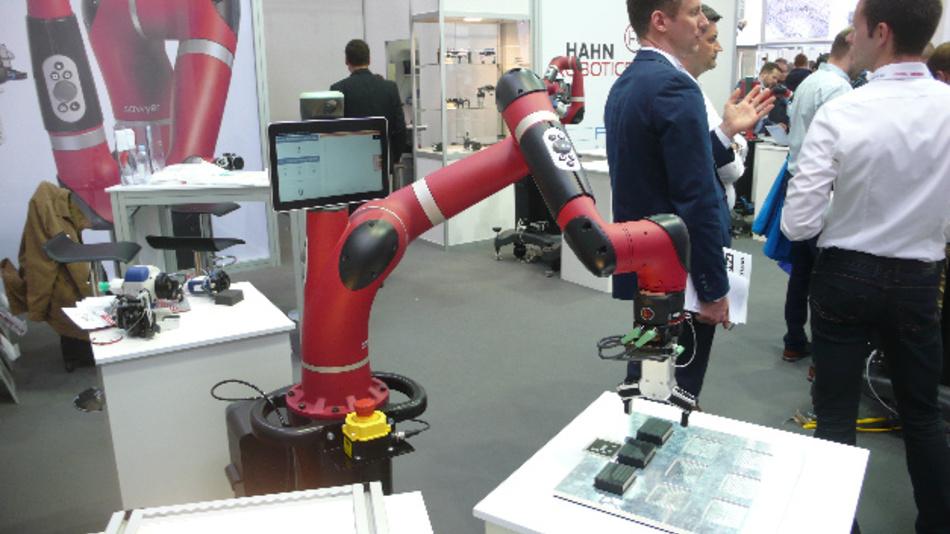 Der Cobot Sawyer ist jetzt ein Produkt der Hahn-Group-Tochter Rethink Robotics GmbH. Hier ist er auf der Hannover Messe 2018 zu sehen.