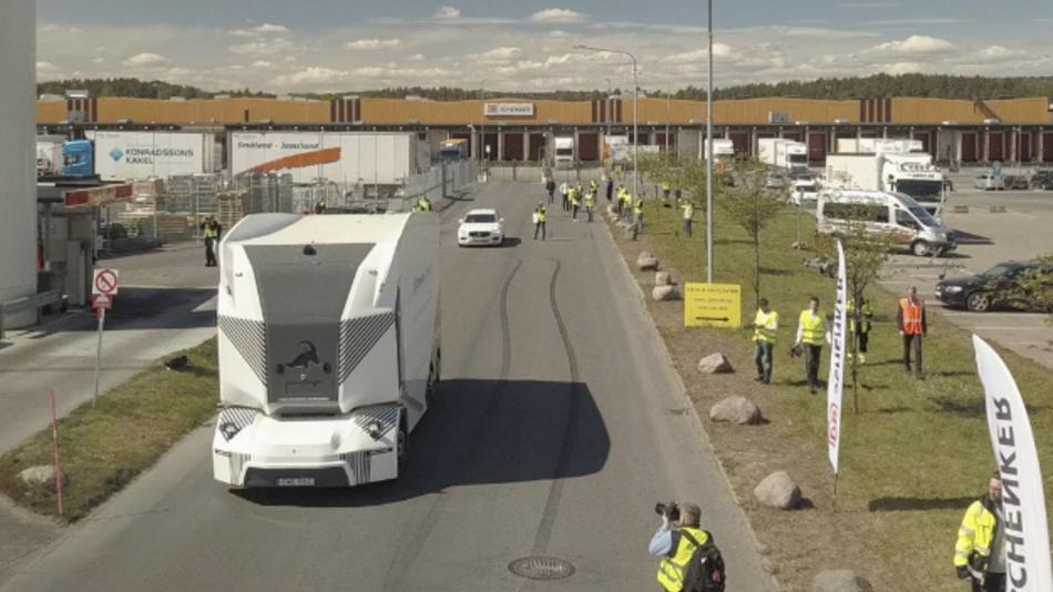 Premiere für den T-Pod: Einführungslauf auf öffentlichen Straßen im Werk von DB Schenker in Jönköping (Schweden).