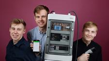 Sonderpreis bei 'Jugend forscht' Gymnasiasten entwickeln Ladenetz für Elektroautos