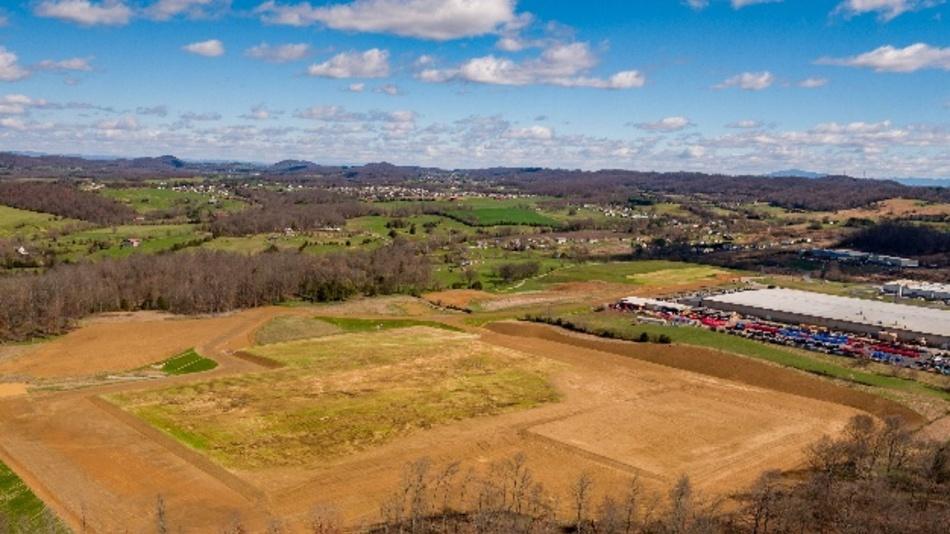 Im Industriepark nahe Johnson City, Tennessee, hat Ebm-Papst 12 Hektar Land erworben und plant 37 Mio. USD (rund 33 Mio. EUR) in den Ausbau eines neuen Werkes zu investieren.