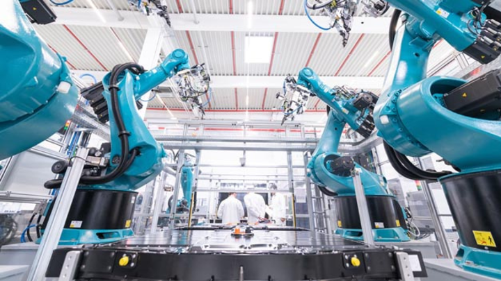 Automatisierte Batterieproduktion am neuen Dräxlmaier Standort in Sachsenheim bei Stuttgart. Hier wird zukünftig das Gesamtbatteriesystem für den Porsche Taycan gefertigt.