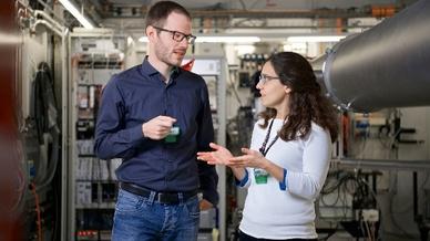 Klaus Wakonig und Ana Diaz haben gemeinsam mit weiteren PSI-Forschenden erstmalig das Prinzip der Fourier-Ptychografie auf die Röntgenmikroskopie übertragen.