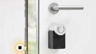 Das »Nuki Smart Lock« ist einfach zu montieren und per Smartphone-App, mit Fernbedienung oder Code-Tastatur zu bedienen.
