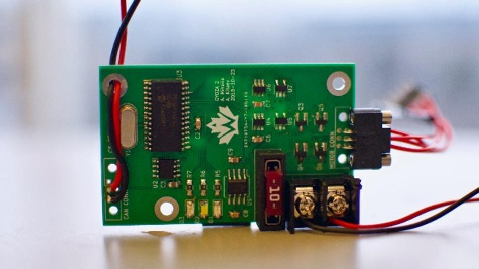 Beispiel eines der Raketen-Subsysteme mit Datamate J-Tek-Steckverbinderanschlüssen.