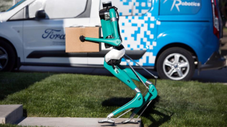 Digit bei der Arbeit: Ford und die US-Firma Agility Robotics erforschen die autonome Auslieferung von Waren.