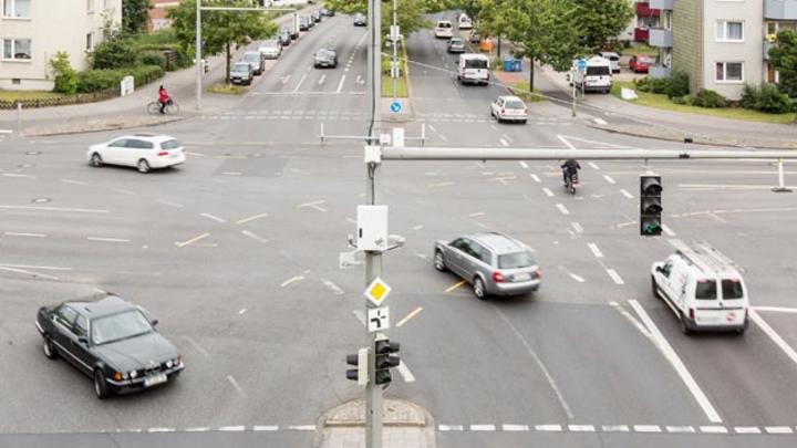 DLR und Partner haben im Projekt DK 4.0 die Herausforderungen für den Mischverkehr von automatisierten und nicht-automatisierten Fahrzeugen untersucht und verschiedene Lösungen erarbeitet.