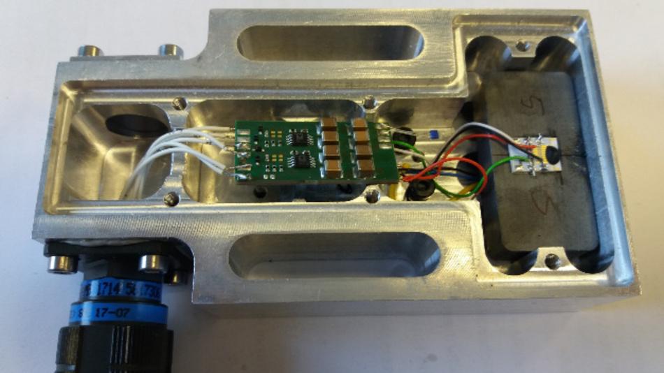 Bild 4. Geöffnetes Sensor-Modul zur Verschleißbestimmung an einem Transportsieb.