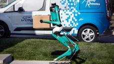 Roboter-Postbote mit autonomen Fahrzeug