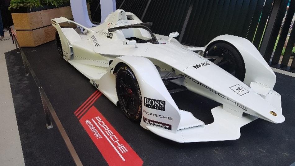 Ab Saison 6 steigt Porsche in die Formel E ein. Den Weg dorthin dokumentiert der Sportwagenhersteller jetzt.