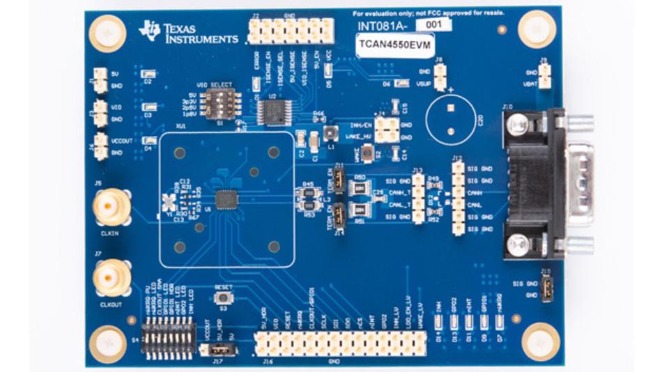 Das Entwicklungsmodul (TCAN4550EVM) für den TCAN4550 kann als CAN-FD-Controller und -Transceiver verwendet werden.  Die CAN-Bus-Signale sind über einen DB9-Stecker und über eine Stiftleiste zugänglich. Für  digitale Signale - SPI und allgemeine E/As - dient eine zweireihige Stiftleiste am Modulrand. Das Eingangstaktsignal kann entweder vom Quarz auf dem Modul oder von einer externen Taktquelle stammen.