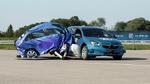 Seitliche Knautschzone des Fahrzeugs vor Crash vergrößern