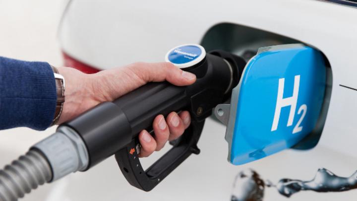 Brennstoffzellenfahrzeuge sind ein notwendiges Element für die E-Mobilität von morgen. Der Treibstoff Wasserstoff lässt sich flexibel aus erneuerbaren Energien herstellen, speichern und transportieren