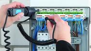 Die Klemme »FIXCONNECT NT« von Hensel ermöglicht eine vorschriftenkonforme Trennung der Neutralleiter ohne zusätzlichen Platzbedarf in der Verteilung.