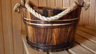 Wassereimer in der Saune (Symbolbild)
