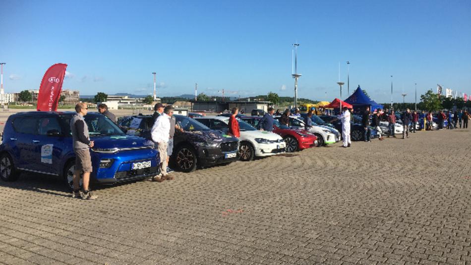 Die 17 Teams sind mit ihren Elektrofahrzeugen bereit für die eco Grand Prix Schauinsland Hill Challenge 2019.