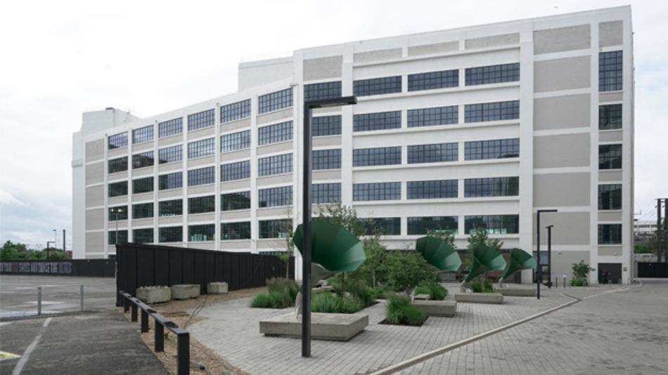Aus zwei mach eins: Die Mitarbeiter aus den beiden bisherigen britischen Büros von Analog Devices und Linear Technology sind seit 14. Juni unter einem Dach - in einer ehemaligen Schallplattenfabrik in Hayes.