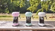 Zwei Neuzugänge für die Smeg-Retro-Kollektion: Die Espressomaschinen, die es bislang unter anderem in Weiß gab, kommen jetzt auch in Pastellgrün und Cadillac Pink auf den Markt.