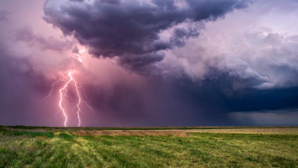 Durch neuronale Netze verbessern Forscher vom KIT nun Wetterprognosen, um zum Beispiel Gewitter besser vorherzusagen.